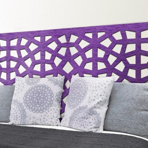 Nuestros murales decorativos en tejido 3D, con su motivo Damasco, ofrecen un cabezal de cama sumamente original.