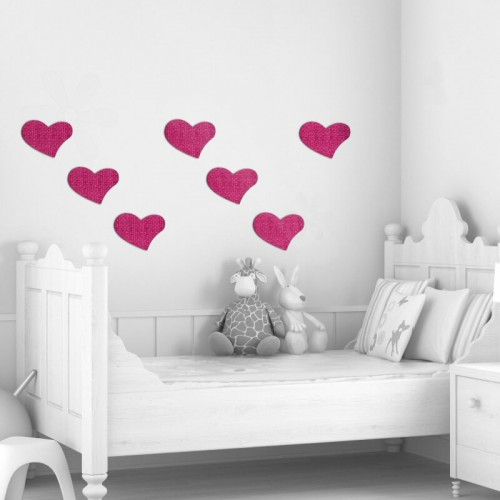 Decoracion de pared con tattoos de corazones