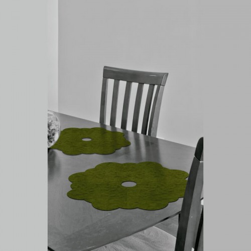 Decoracion de mesa con salvamanteles de flores